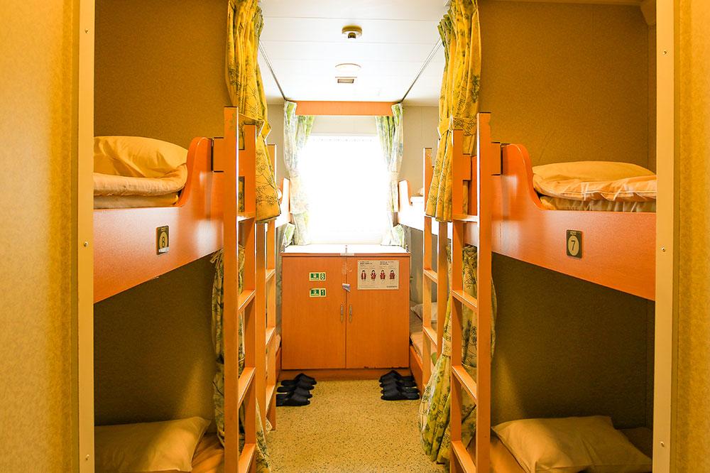 クイーンコーラルプラス船内 2等寝台 8名x6室