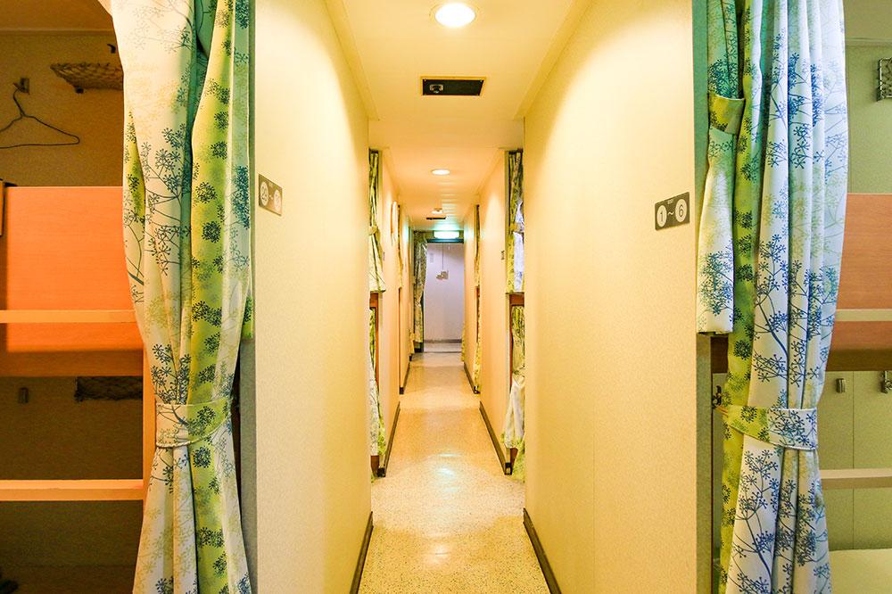 クイーンコーラルプラス船内 2等洋室 60名x1室