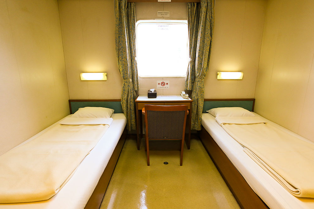 クイーンコーラル8船内 1等洋室 2名×3室 6名 和室1 2名×1室12名