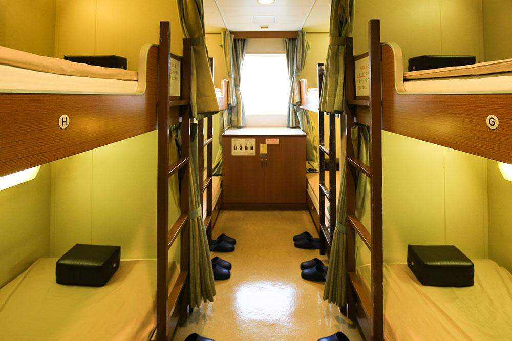 クイーンコーラル8船内 2等寝台 8名×8室
